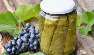 طريقة مبتكرة لتخزين ورق العنب وحفظه لمدة عام