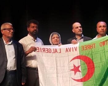 بالصور   زوجة المناضل محمود بكر حجازي تحتضن العلم الجزائري في حفل تأبينه
