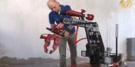غزيون يبتكرون روبوت للكشف عن الأجسام المتفجرة وإطفاء الحرائق