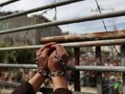بالأسماء: انضمام أسرى جدد لمعركة الإضراب عن الطعام رفضا للاعتقال الإداري