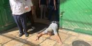 بالصور والفيديو   مستوطنون يؤدون طقوسا تلمودية عند أحد أبواب المسجد الأقصى