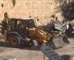 مقدسيون يؤدون صلاة المغرب أمام المقبرة اليوسفية